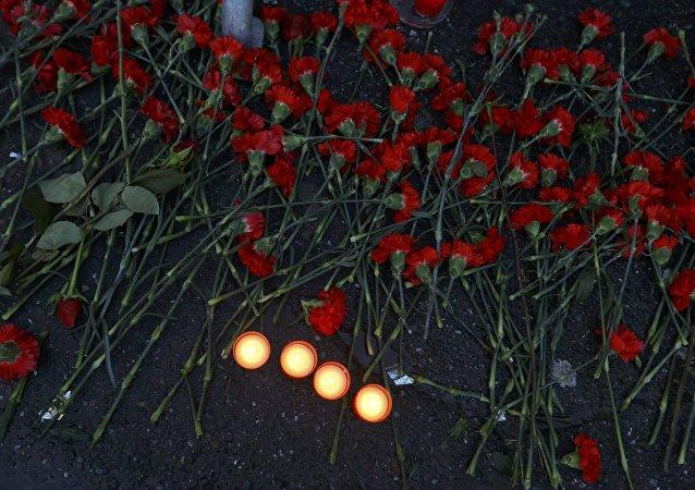 Flores en homenaje a las víctimas de atentado en Estambul