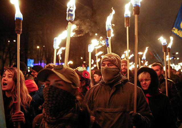 Los nacionalistas ucranianos marchan con antorchas por las calles de Kiev en honor al 108º aniversario del nacimiento de Stepán Bandera