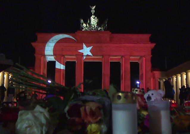 La bandera de Turquía aparece en el principal monumento de Berlín