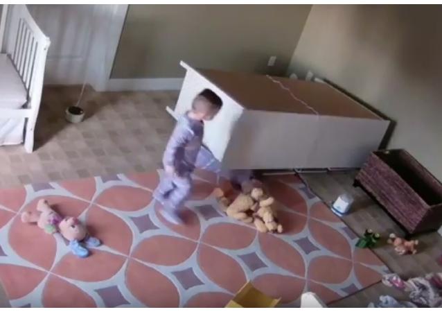 Un niño de 2 años le salva la vida a su hermano gemelo
