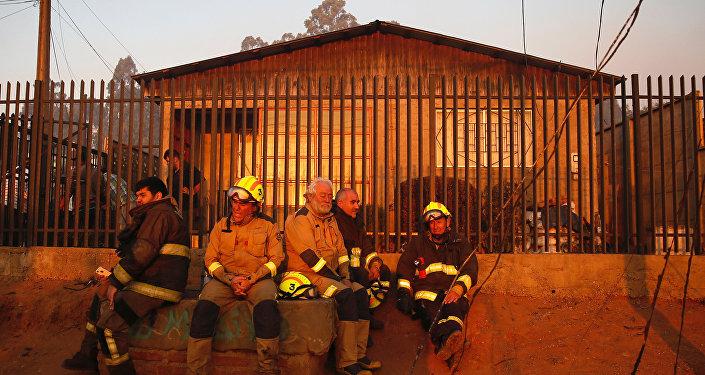 Bomberos chilenos (archivo)
