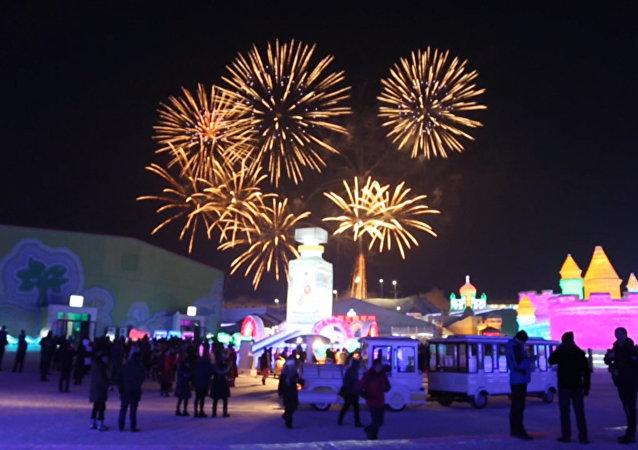 Festival de esculturas de hielo deslumbra a los visitantes