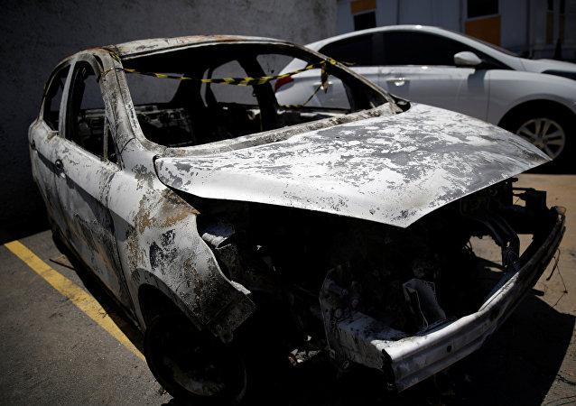 Un vehículo incendiado en el que se encontró el cuerpo