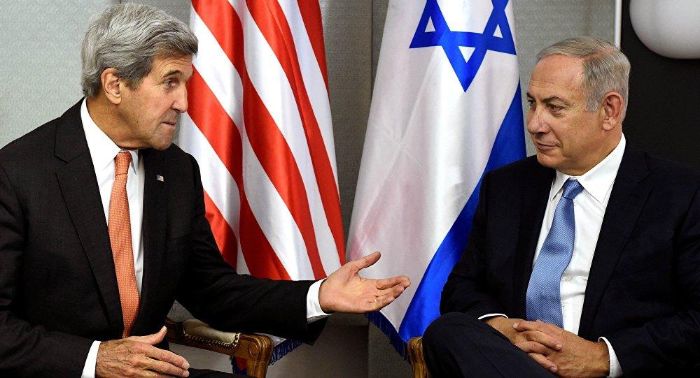 Exsecretario de Estado de EEUU, John Kerry y primer ministro de Israel, Benjamín Netanyahu (archivo)