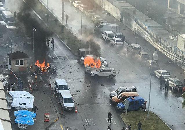 Explosión de coche bomba en Esmirna, Turquía, el 5 de enero de 2017