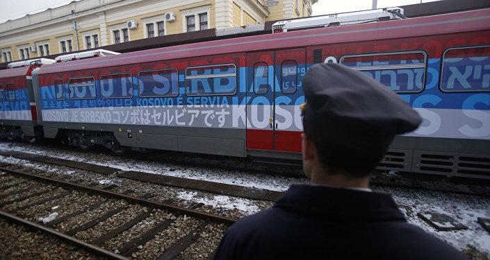 El tren serbio, parado en la localidad serbia de Raska