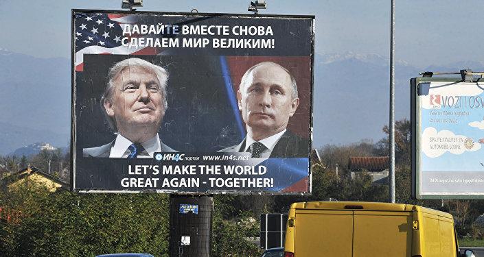 Un anuncio con fotos de Donald Trump y Vladímir Putin