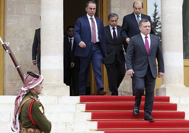 El rey de Jordania, Abdalá II, sale del Palacio Real en Amman, Jordania