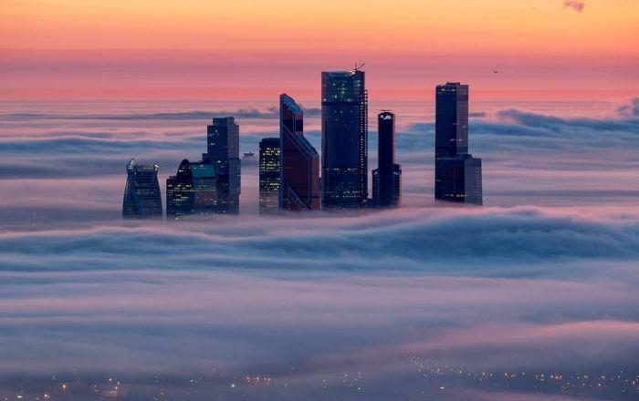 Moscú bajo de las nubes