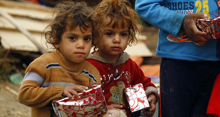 Niños iraquíes con los regalos de Navidad, el 25 de diciembre de 2016
