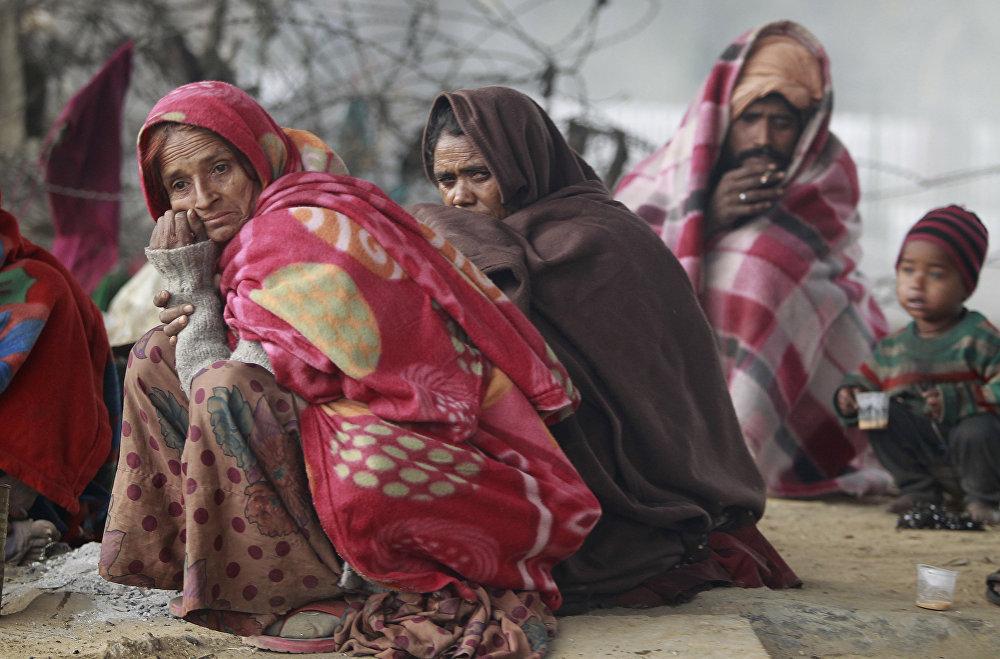 Personas sin hogar en Jammu, la India