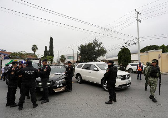 Policía mexicana en el lugar de tiroteo
