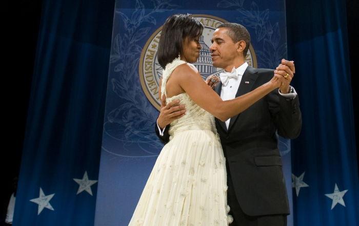 El presidente estadounidense, Barack Obama, con su esposa Michelle, en el baile inaugural de 2009