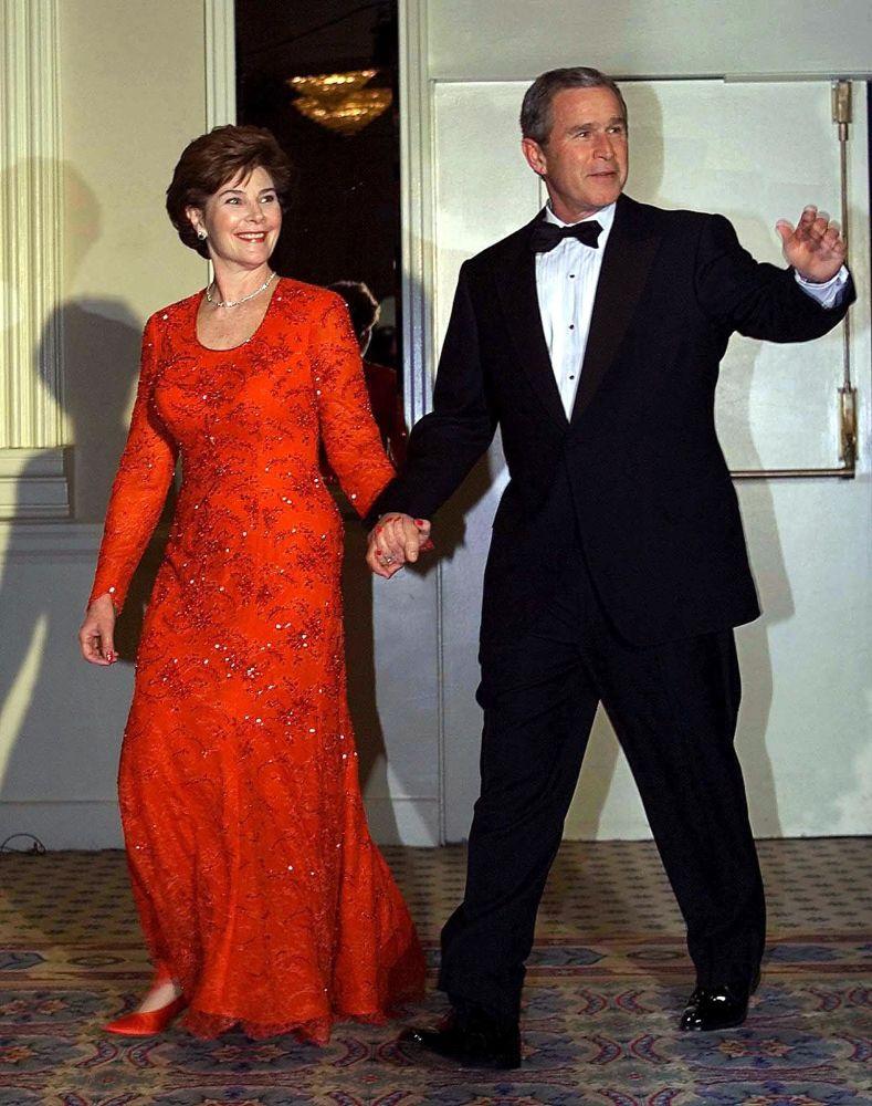 El presidente estadounidense, George W. Bush, y su esposa Laura, en la Casa Blanca en 2001