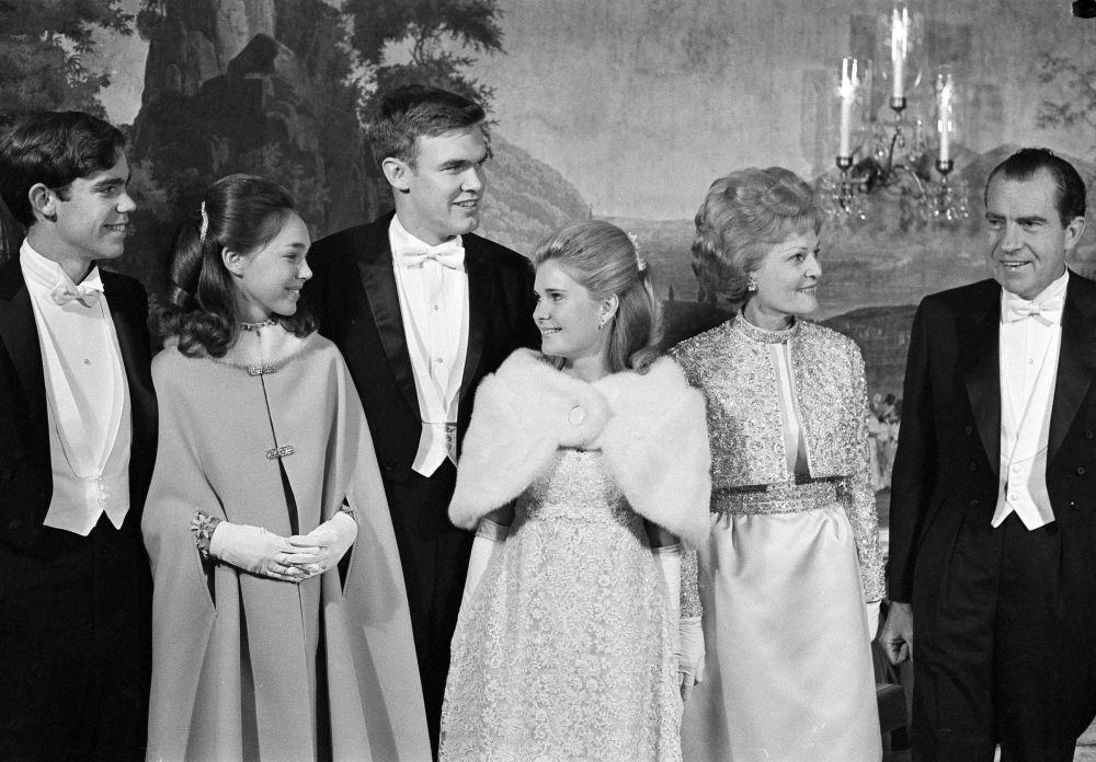 La familia del presidente estadounidense, Richard Nixon, antes del baile inaugural en Washington DC, en 1969