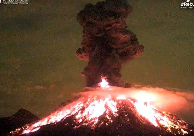 La erupción del volcán mexicano de Colima