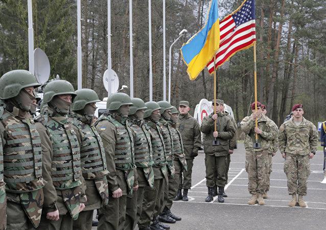Soldados ucranianos y estadounidenses en la región de Lviv, Ucrania (archivo)