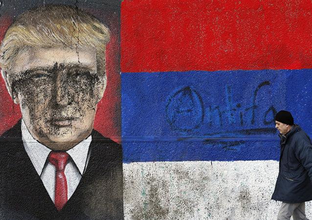 Un grafiti de Trump en Serbia