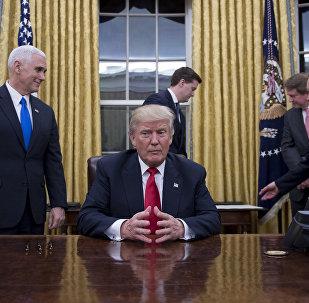 El presidente estadounidense, Donald Trump, en la Oficina Oval de la Casa Blanca en Washington, DC, 20 de enero de 2017