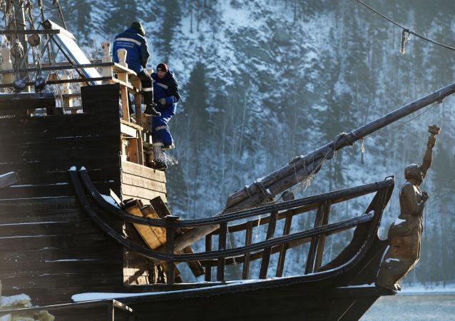 La Perla Negra de Jack Sparrow atraca en Siberia