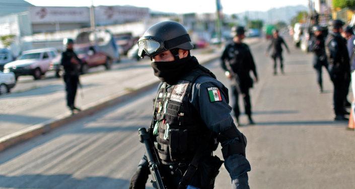 Un policía mexicano