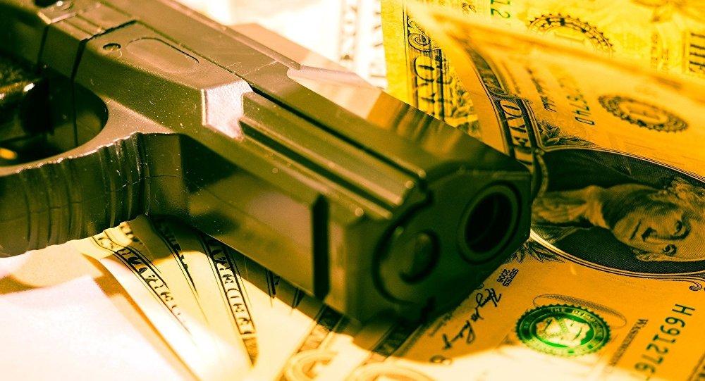 Arma y dinero