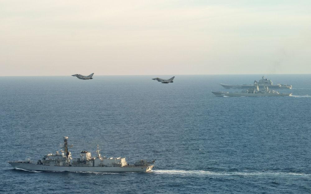 Buques y aviones de la OTAN escoltan a la agrupación de portaviones rusos en su vuelta desde Siria
