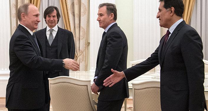 El presidente ruso se encuentra con los inversionistas extranjeros que participaron en la privatización de un 19,5% de los activos de Rosneft