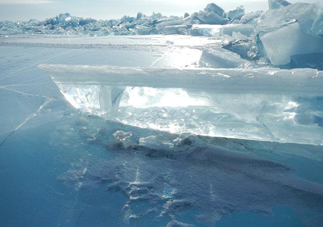 El lago Baikal en invierno