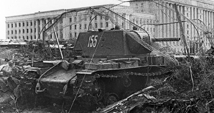 Tanque KV-1 en Leningrado durante el bloqueo