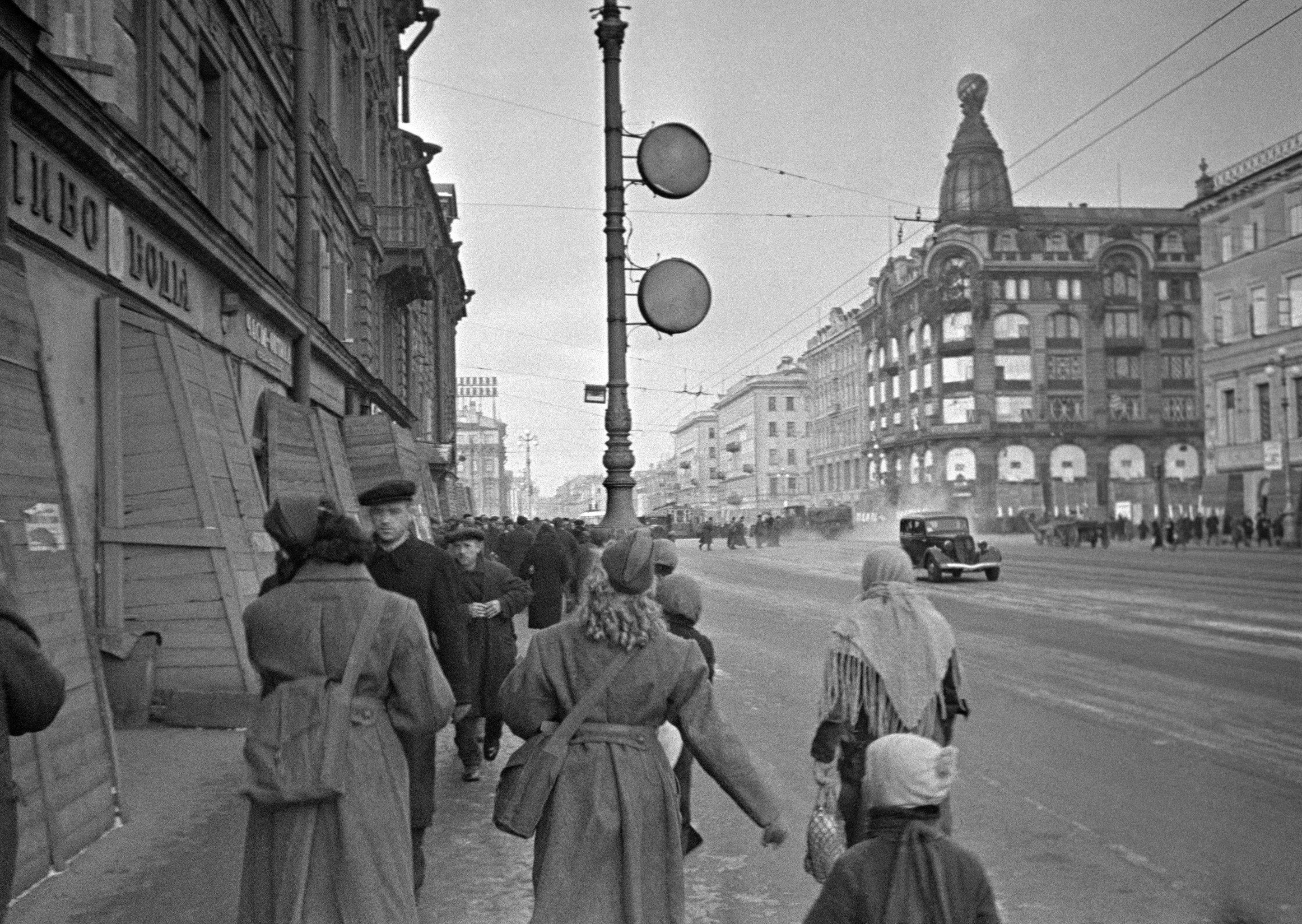 Más de 1,5 millones de personas fueron evacuadas de Leningrado, casi la mitad de toda la población