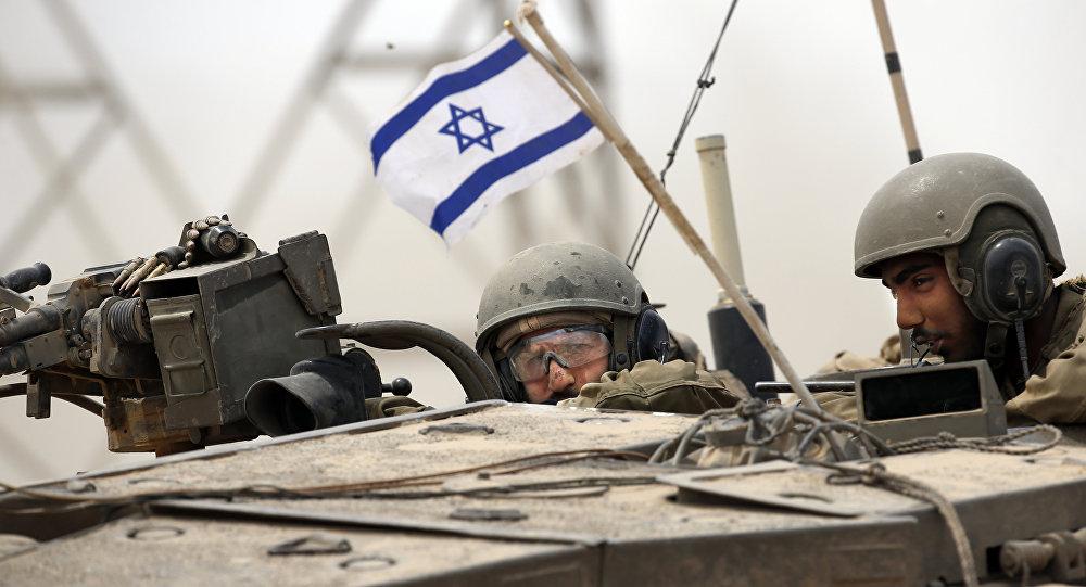 Soldados del Ejército israelí en un tanque Markava (archivo)