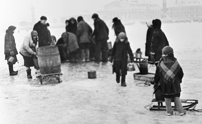 La temperatura durante el primer invierno en la localidad sitiada bajó hasta -32,1°C. La calefacción y el agua corriente fueron cortadas