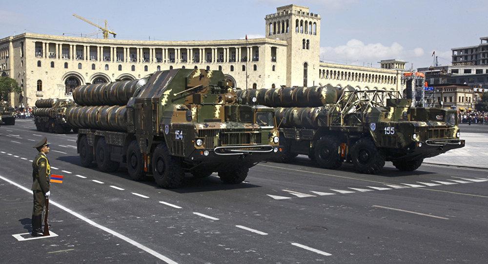 Sistemas de defensa antiaérea armenios durante un desfile militar en Ereván