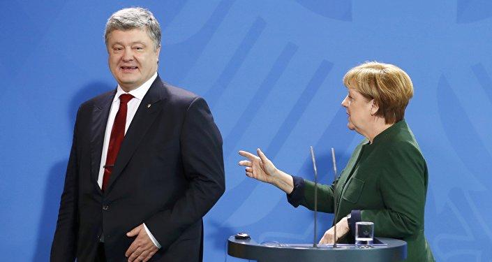 Presidente de Ucrania, Petró Poroshenko, y canciller de Alemania, Angela Merkel