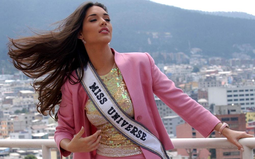 Amelia Vega, de Dominicana, Miss Universo 2003