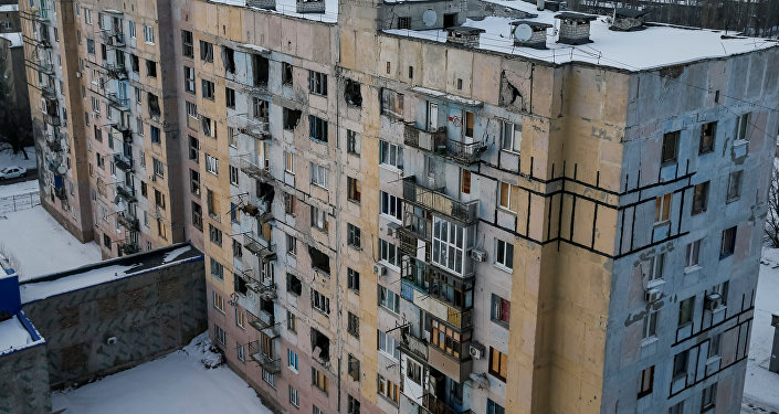 Edificio destruido por bombardeos en este de Ucrania