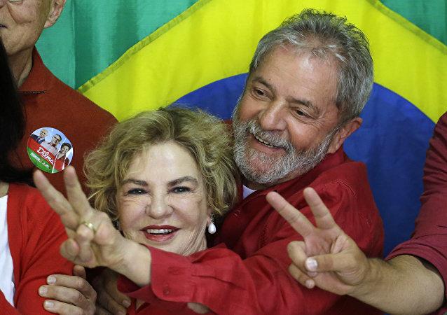 Expresidente de Brasil, Lula da Silva con su esposa, Marisa Letícia (archivo)