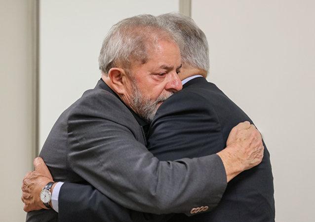 Ex presidentes Luiz Inácio Lula da Silva y Fernando Henrique Cardoso
