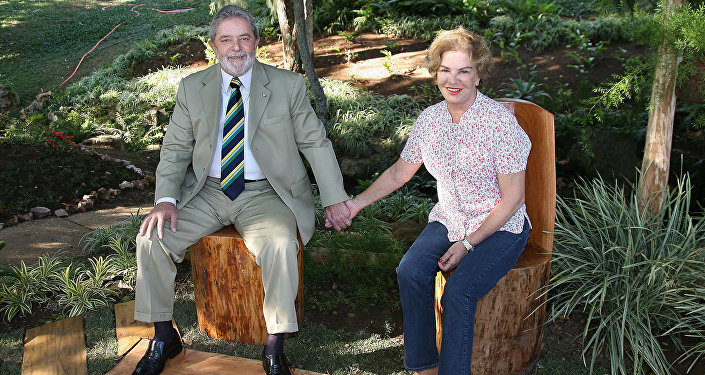 Luiz Inácio Lula da Silva con su esposa