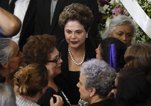 Dilma Rousseff asiste al velorio de Marisa Letícia