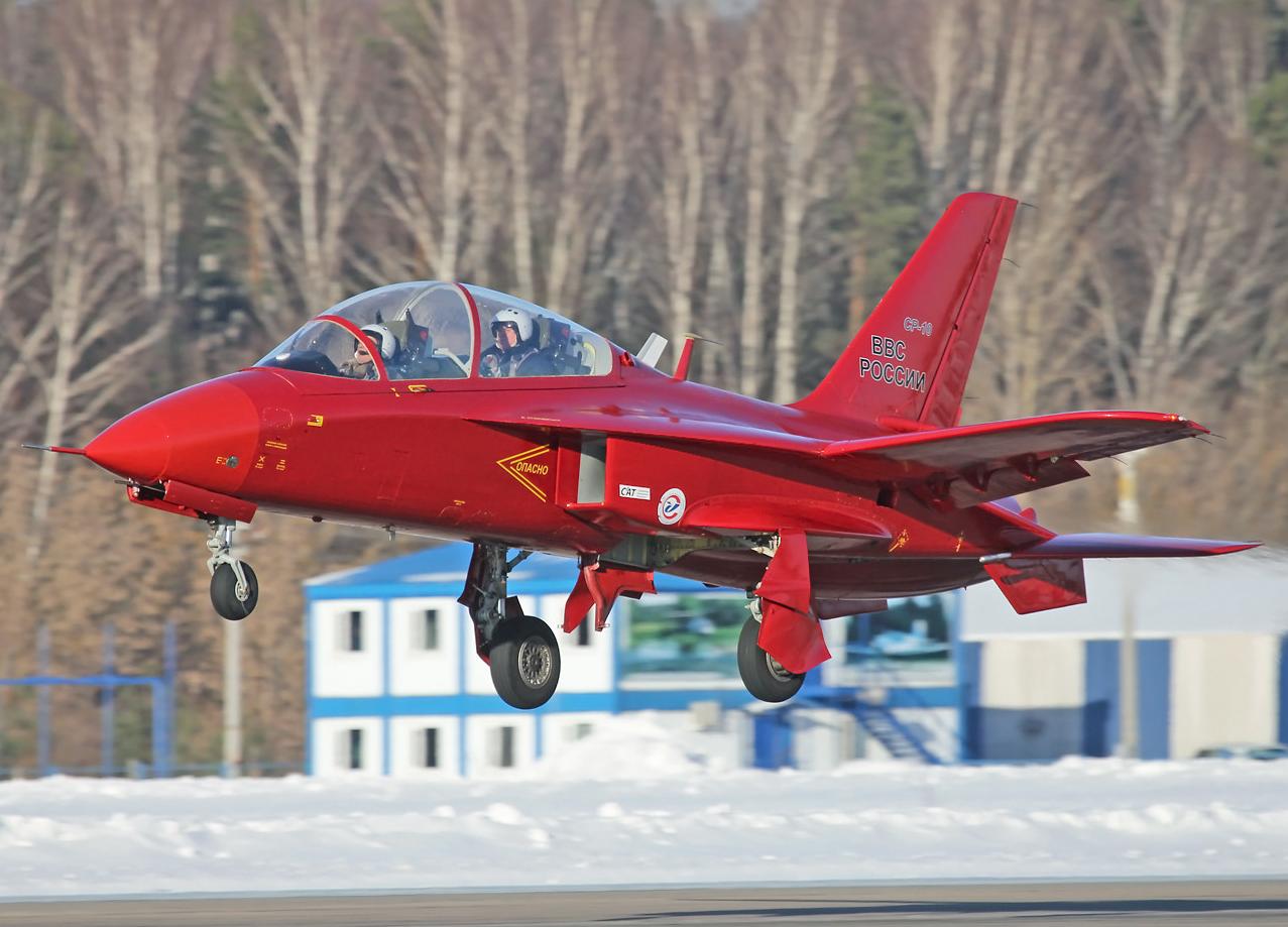 Avión de entrenamiento ruso SR-10