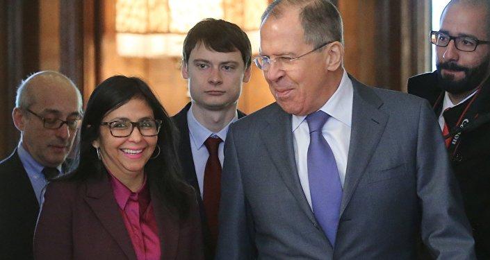 Exteriores de Rusia y Venezuela, Serguéi Lavrov y Delcy Rodríguez, se encuentran reunidos en Moscú
