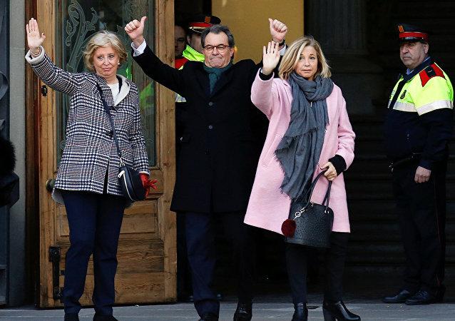 Artur Mas con Irene Rigau y Joana Ortega ante el Tribunal Superior de Justicia de Cataluña en Barcelona