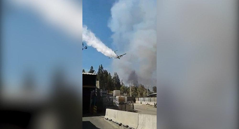Luchín apaga fuego en Chile