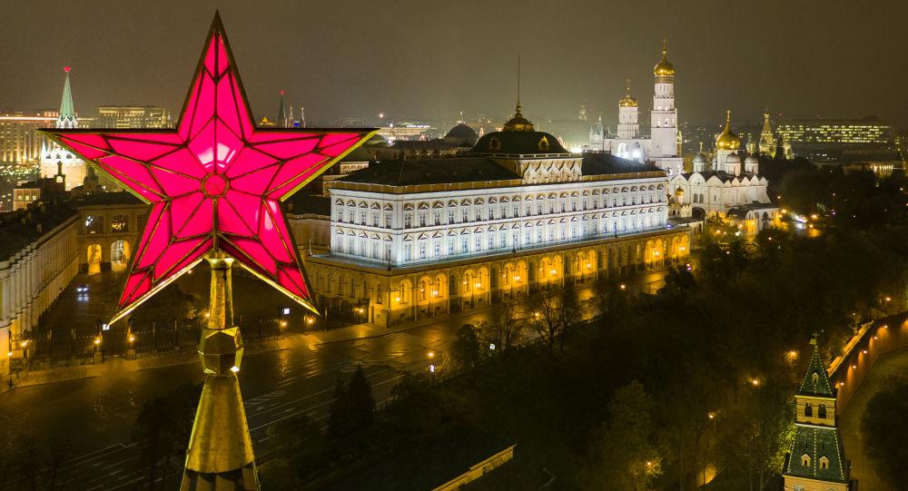 Una de las estrellas del Kremlin de Moscú