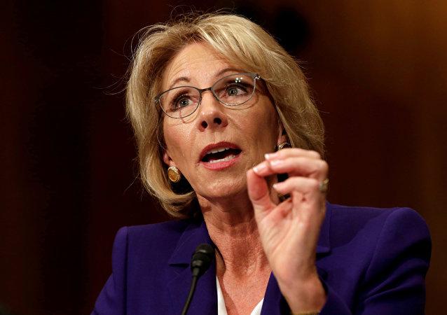 Betsy DeVos, nueva secretaria del Departamento de Educación