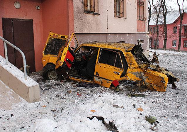 Consecuenias de ataques de las fuerzas ucranianas contra Donetsk