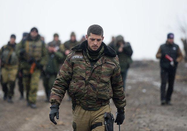 El comandante de una unidad de las milcias de la RPD, Mijaíl Tolstykh alias Guívi, cerca de Donetsk (archivo, 2015)