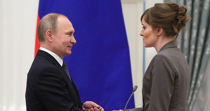 Vladímir Putin entrega los Premios de Ciencia e Innovación a los jóvenes científicos